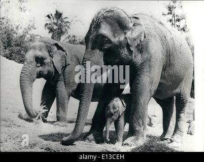 2. März 2012 - The Day ein Elefant vergisst nie - präsentiert die neueste Ergänzung im Zoo von Los Angeles, ist - Stockfoto
