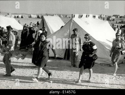 4. April 2012 - Prinzessin Muna, Frau von König Hussein besucht Flüchtlingslager, in dem sie überprüft ihre Voraussetzungen - Stockfoto