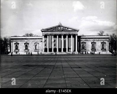 4. April 2012 - die alte Pinacothek auf dem Platz des Königs. - Stockfoto