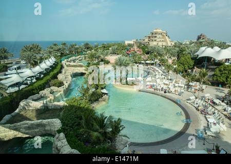 Vereinigte Arabische Emirate, Dubai, Aquaventure in der Nähe von Atlantis Hotel auf Palm Jumeirah - Stockfoto