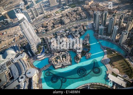 Vereinigte Arabische Emirate, Dubai, Souk Al Bahar. Blick vom Burj Khalifa, das höchste Gebäude der Welt - Stockfoto