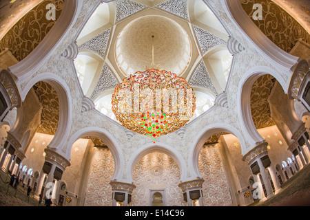 Vereinigte Arabische Emirate, Abu Dhabi, Scheich Zayed Grand Mosque. Innenraum - Stockfoto
