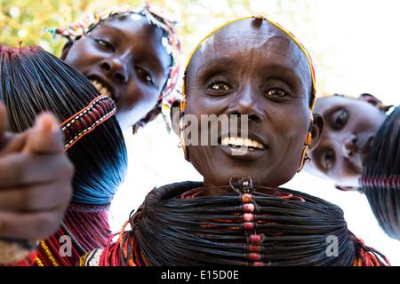 Schöne Rendille Frauen in ihrem Dorf im Norden Kenias. - Stockfoto