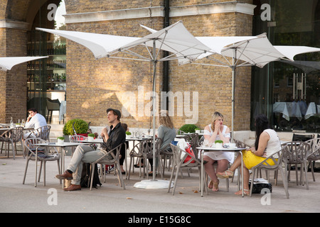Galerie-Chaos-Cafe und Restaurant in der Saatchi Gallery; Chelsea; London; England; UK - Stockfoto