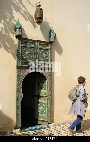 Reich verzierte Tür in Marrakesch, Marokko - Stockfoto