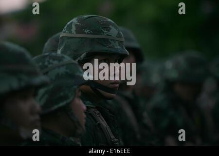 Chiang Mai, Thailand. 24. Mai 2014. Thailändische Soldaten Wache bei einer Kundgebung gegen den Militärputsch, der - Stockfoto