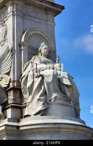 Statue am Queen Victoria Memorial vor Buckingham Palace, London, England - Stockfoto