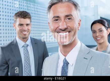 Porträt von zuversichtlich Geschäftsleute - Stockfoto