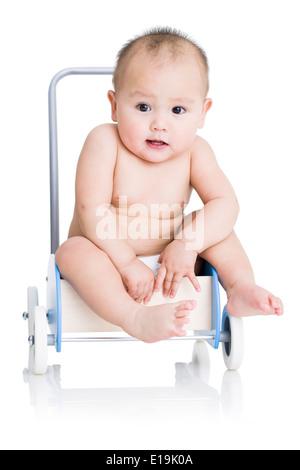 Niedliche Baby Boy mit Push cart - Stockfoto