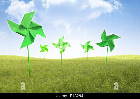 Windrad Windräder in einem Feld Gras - erneuerbare Energie-Konzept - Stockfoto