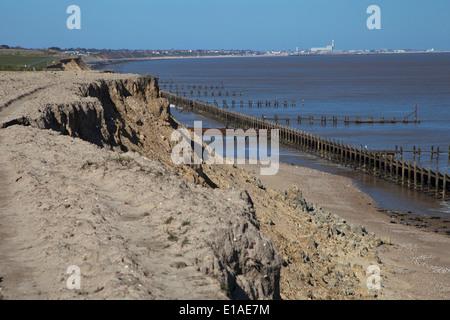 Cliff Erosion am Corton südlich von Great Yarmouth auf der Nordostküste Englands - Stockfoto