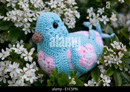 Häkeln Sie Vogel Spielzeug Mit Afrikanischen Blume Fünfecken