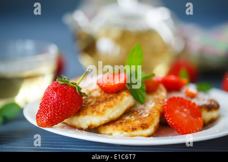 quark pfannkuchen k sekuchen mit frischen beeren stockfoto bild 85749712 alamy. Black Bedroom Furniture Sets. Home Design Ideas