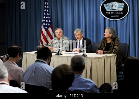 Von links: Inspector General Of The Army Lt. gen R. Steven Whitcomb, Secretary Of The Army John M. McHugh und Kathryn - Stockfoto