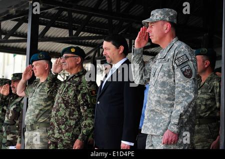 Von rechts, Kommandeur der International Security Assistance Force US Armee General David H. Petraeus, türkischer - Stockfoto