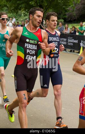 Joao Pereira (Portugal), die auf dem dritten Platz beendet führt Jonathan Brownlee (Großbritannien) Fünfter in der - Stockfoto