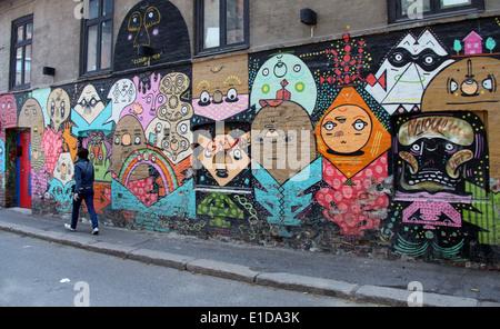 Trendigen Viertel des Grunerlokka in Oslo hat farbenfrohe Straßenkunst und Märkte. - Stockfoto