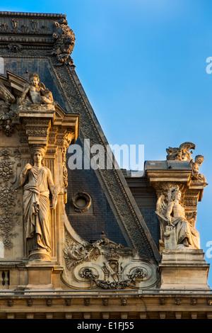 Dachdetails am Musée du Louvre, Paris Frankreich - Stockfoto