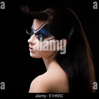 Blauen Lidschatten. Mascara. Frau mit modernen hellen bunten Make-up. Face Art - Stockfoto