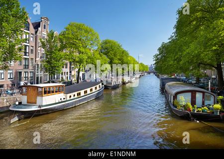 die grachten von amsterdam das stadtbild der niederl ndischen hauptstadt stockfoto bild. Black Bedroom Furniture Sets. Home Design Ideas