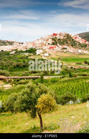Blick von der malerischen Hügel Stadt von Moulay Idriss in der Nähe von Volubilis in Marokko.