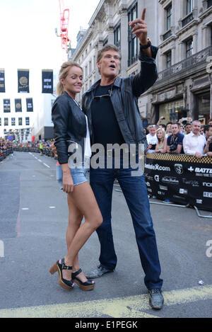 London, England, 8. Juni 2014: David Hasselhoff und hat Freundin Hayley Roberts Join der Gumball 3000 Rally in der - Stockfoto