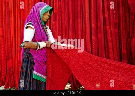 Indien, Rajasthan, Sari Textilfabrik - Stockfoto