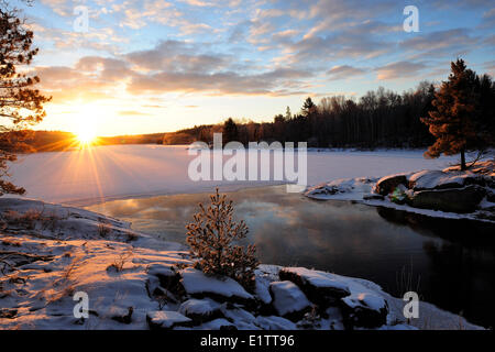 Vermilion River, Sonnenaufgang, Nord-Ontario, Kanada - Stockfoto