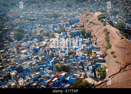 "Blick hinunter auf die ""Blaue Stadt"" Jodhpur aus Mehrangarh Fort, Bundesstaat Rajasthan, Indien"