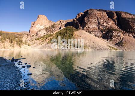 Moraine Lake im Tal trail the Ten Peaks des Seeufers in Banff Nationalpark Alberta Kanada - türkise Farbe oder blau - Stockfoto