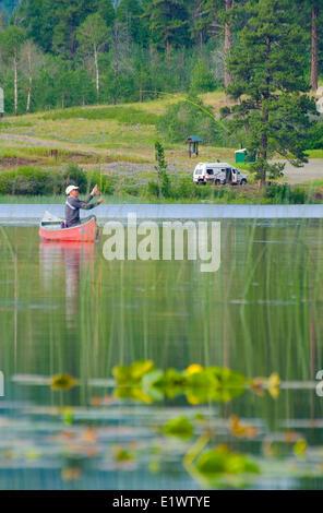 Fliegenfischen Sie Harmon See, in der Nähe von Merritt, British Columbia, Kanada. - Stockfoto