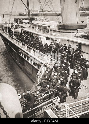 Belgische Soldaten landen in Ostende unter britischer Aufsicht, 1914, um den Hafen gegen den Feind zu verteidigen. - Stockfoto