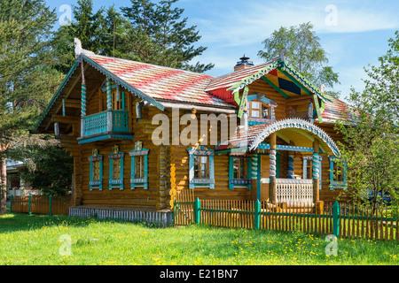 Holzhaus im traditionellen russischen stil russische for Traditionelles deutsches haus