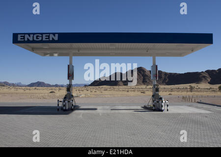Tankstelle in der Wüste, namibia - Stockfoto