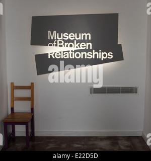 Ein Zeichen, das Museum der gebrochen Beziehungen in Zagreb, Kroatien. - Stockfoto