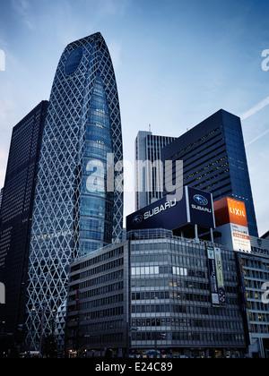Mode Gakuen Cocoon Tower in Shinjuku, Tokio, Japan 2014. - Stockfoto