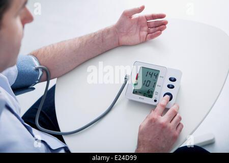 Blutdruck, Mann - Stockfoto