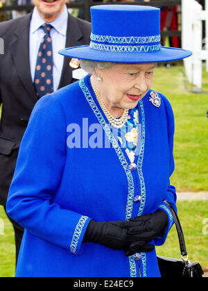 London, UK. 14. Juni ist 2014.Britain Königin Elizabeth II. besucht The Queens Polo Cup in der Nähe von Windsor - Stockfoto