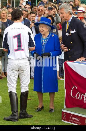 London, UK. 14. Juni ist 2014.Britain Königin Elizabeth II. besucht The Queens Polo Cup in der Nähe von Windsor - Stockfoto