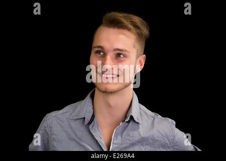Braune augen blonde haare männlich