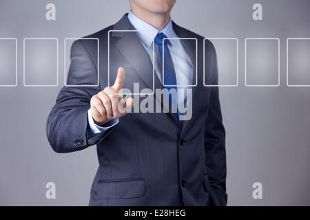 Geschäftsmann, drängen auf eine Touchscreen-Oberfläche - Stockfoto