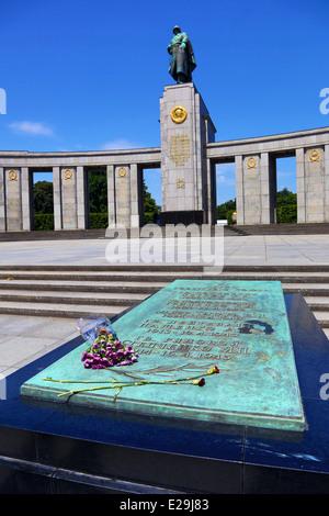 Sowjetischer Krieg-Denkmal, Tiergarten, Berlin, Deutschland - Stockfoto