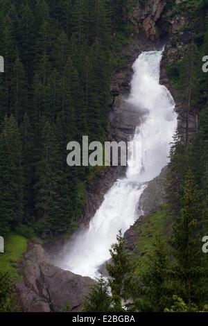 Österreich, Salzburger Land, Krimml, Nationalpark Hohe Tauern, den Krimmler Wasserfällen, den größten Wasserfall Europas mit einem Höhenunterschied von 380 m über 3 Etagen