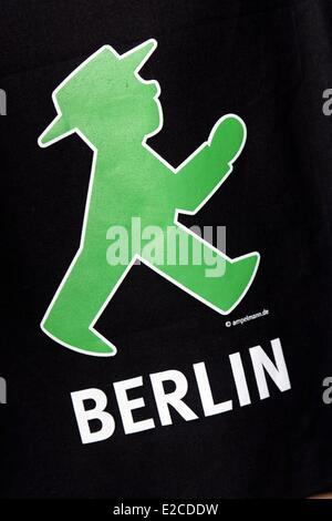 Deutschland, Berlin, Shop Ampelmann Galerie Shop widmet sich rote und grüne Zeichnungen auf Ampeln für Fußgänger - Stockfoto