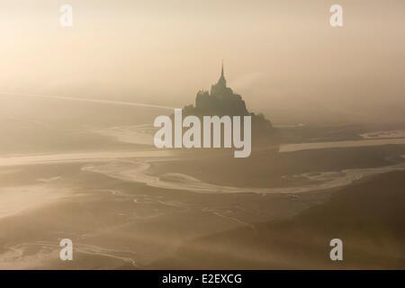 Frankreich, Manche, Mont Saint Michel Bay, als UNESCO-Weltkulturerbe, Mont Saint-Michel (Luftbild) - Stockfoto