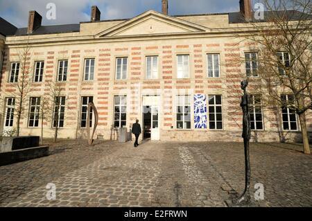Frankreich Nord Le Cateau Cambrésis gepflasterten Innenhof und Fenelon Palast Gehäuse das Matisse-Museum und die - Stockfoto