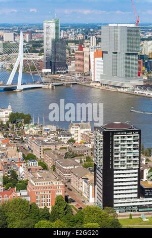 Rotterdam Niederlande Südholland Ansicht Euromast Nieuwe Maas Fluss ökologisches Bauen Maas (165 m) designed by - Stockfoto