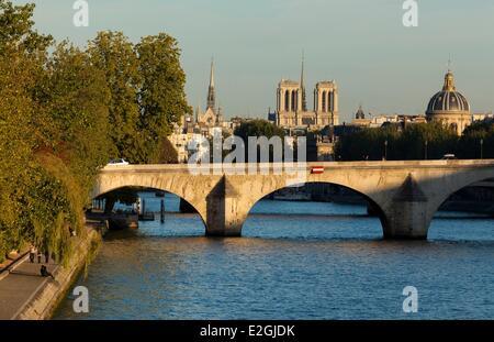 Frankreich Paris Seine Ufer Weltkulturerbe von UNESCO Pont Royal Notre-Dame und Institut de France - Stockfoto