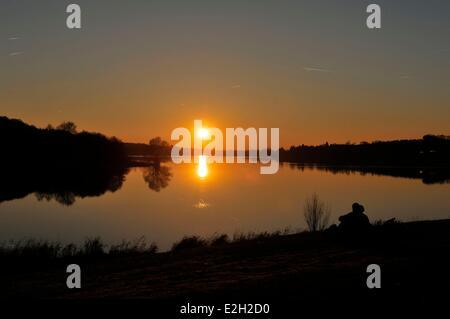 Frankreich Nord Val Joly Freizeit Basis und See Val Joly bei Nacht - Stockfoto