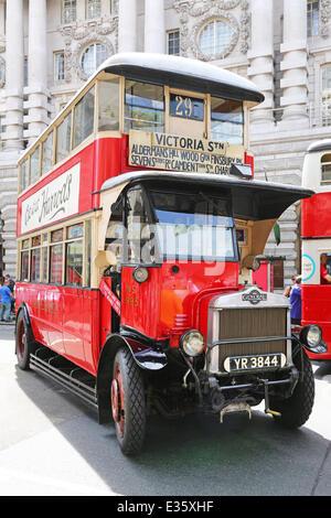 London, UK. 22. Juni 2014. AEC-NS-Typ NS1995 Bus Service 1926-1937 auf das Jahr der Bus Kavalkade in der Regent - Stockfoto